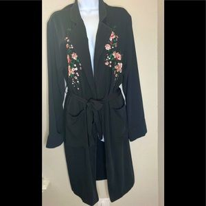 FATE by LFD Black Floral Embroidered Kimono